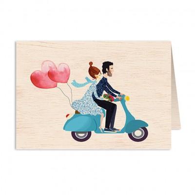 Ξύλινη Ευχετήρια Κάρτα Couple With Blue Scooter